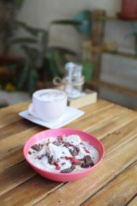 Warm porridge breakfast, brunch & lunch Seville
